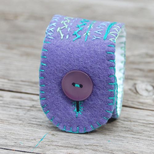Studio Paars embroidered felt cuff bracelet 'purple & aqua' geborduurde vilten cuff armband 'paars & aqua