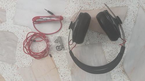 อุปกรณ์ทั้งหมดของหูฟัง Sennheiser Momentum Black