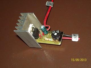 El mòdul del LM317, amb radiador i tot