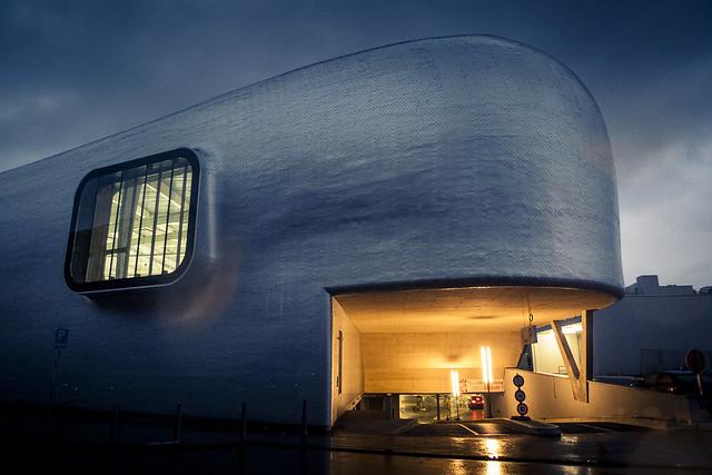 The Whale Under the Rain (Patinoire de Liège) - Photo: Gilderic