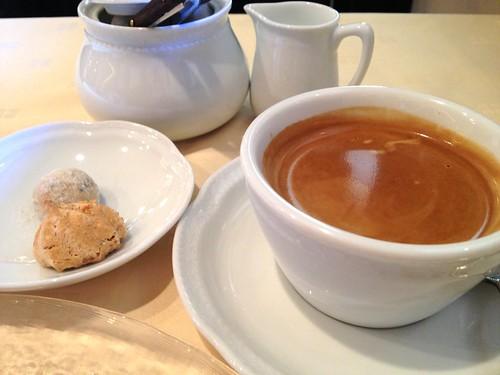 コーヒーとちょっとした焼き菓子@シャンブル・アヴェク・ヴュ