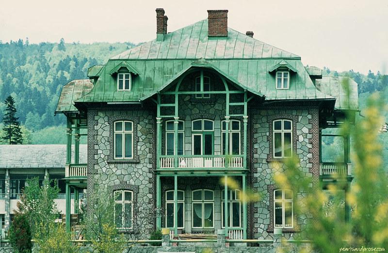 transylvania_house_web