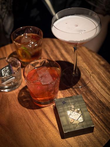 我们在Tate的鸡尾酒,也没真正的点要哪一杯,就跟酒保说说你的心情,然后他就给你调配适合的,Cheers