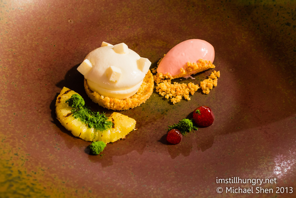 Lemon cheesecake w/mint crumbs, frozen yoghurt & grilled pineapple Tomislav