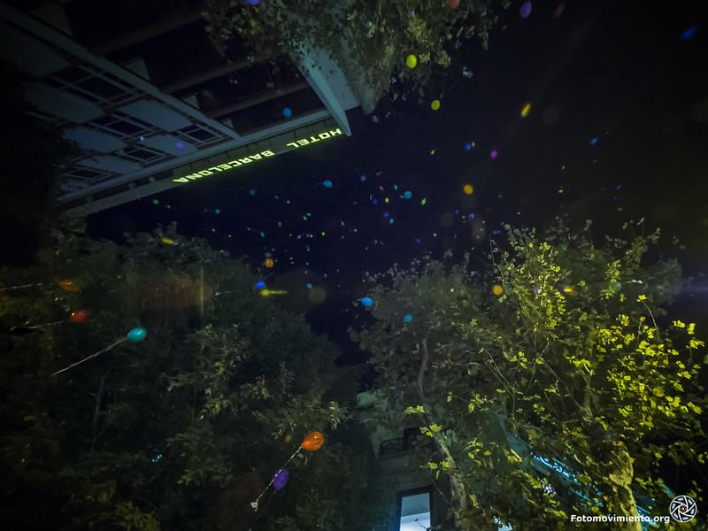 Amollada de globus contra les bales de goma Foto: Fotomovimiento