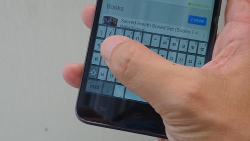 ลองพิมพ์มือเดียวบน Alcatel Onetouch Flash