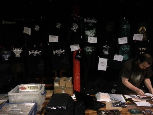 Borknagar merch-stand, tourmanager Jose