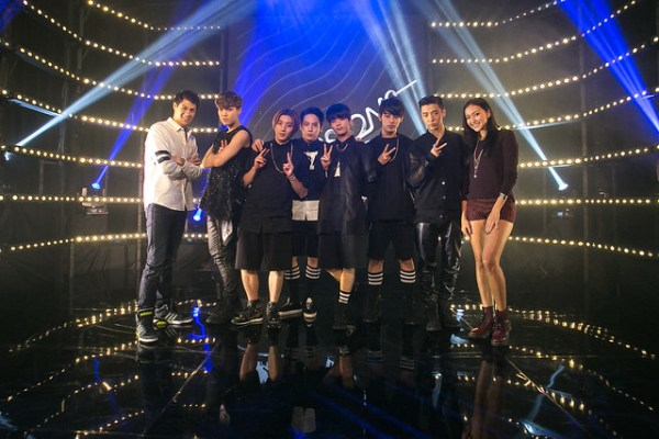 B.A.P with MTV VJs Alan and Hanli  (Credit - MTV Asia & Aloysius Lim)