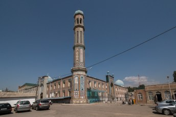 Om de tijd te doden namen we maar eens een kijkje bij deze moskee.