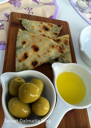 Soparnik with olives and olive oil