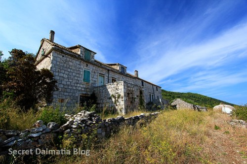 Abandoned house along the route.
