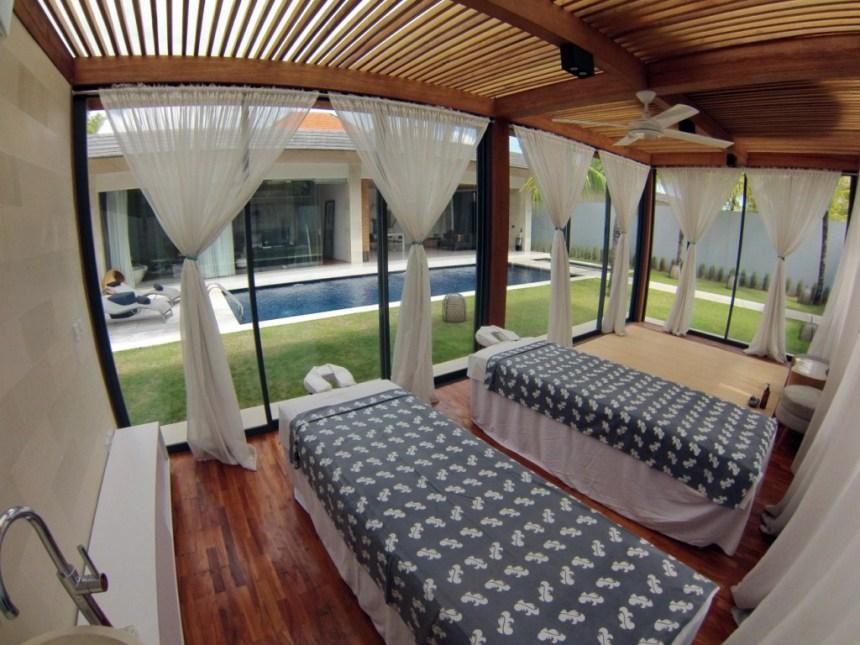 Sala privada de masajes y SPA en one eleven villas Bali One Eleven Bali, las villas más lujosas de indonesia - 14659220645 33d4db6e66 o - One Eleven Bali, las villas más lujosas de indonesia