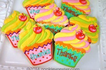 CV signature Cupcakes with 'thanks'