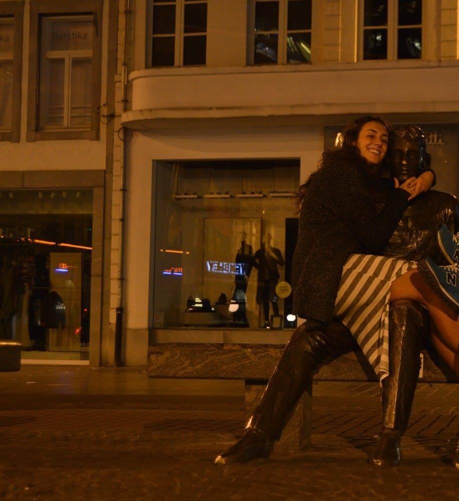 Hasselt La pareja del Grote Markt en Hasselt - 33480013391 16afc239cc b - La pareja del Grote Markt en Hasselt
