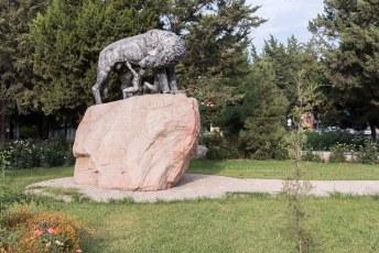 Beeld van Romulus en Remus, de stichters van Rome die door een wolf werden opgevoed. Yeah right.