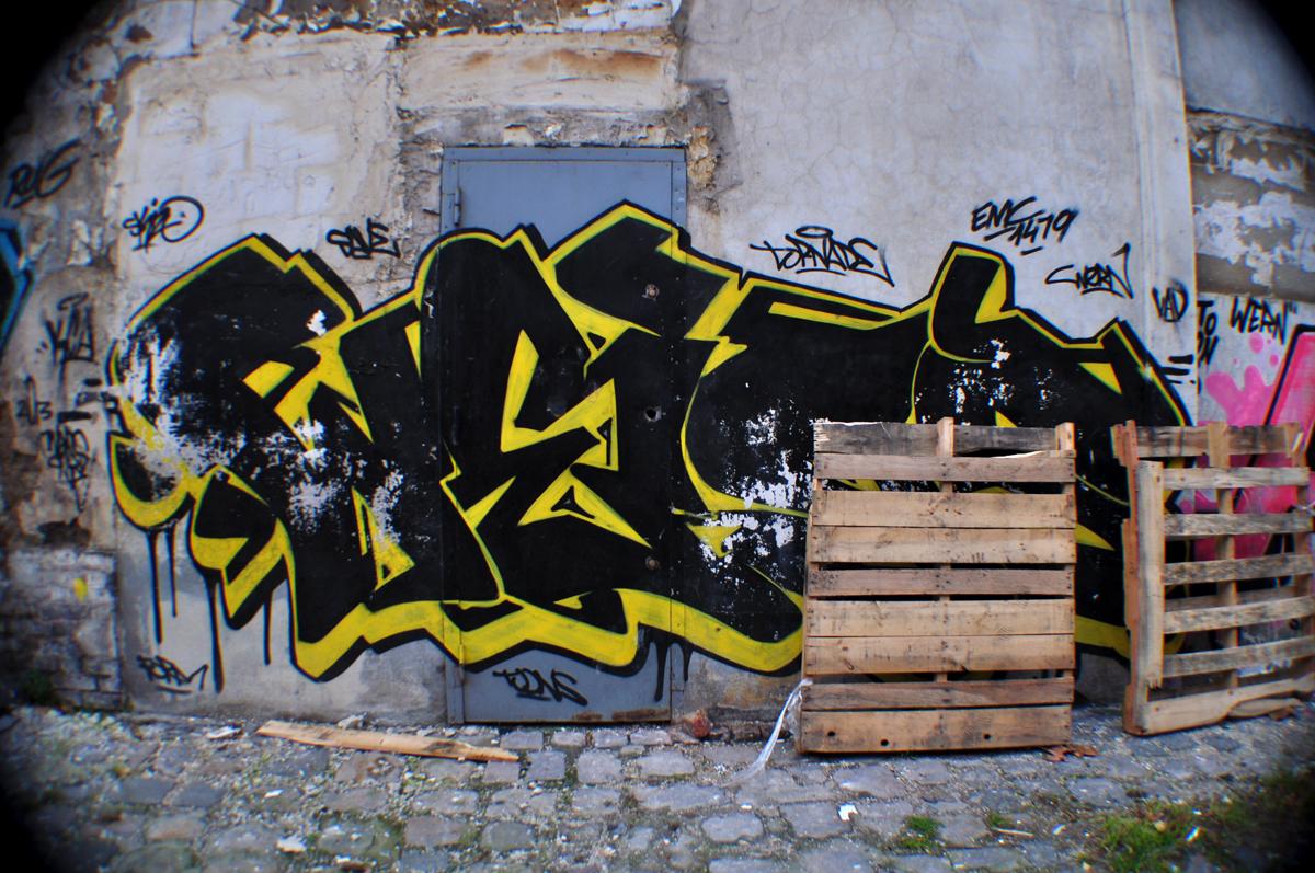 Weiss (1)