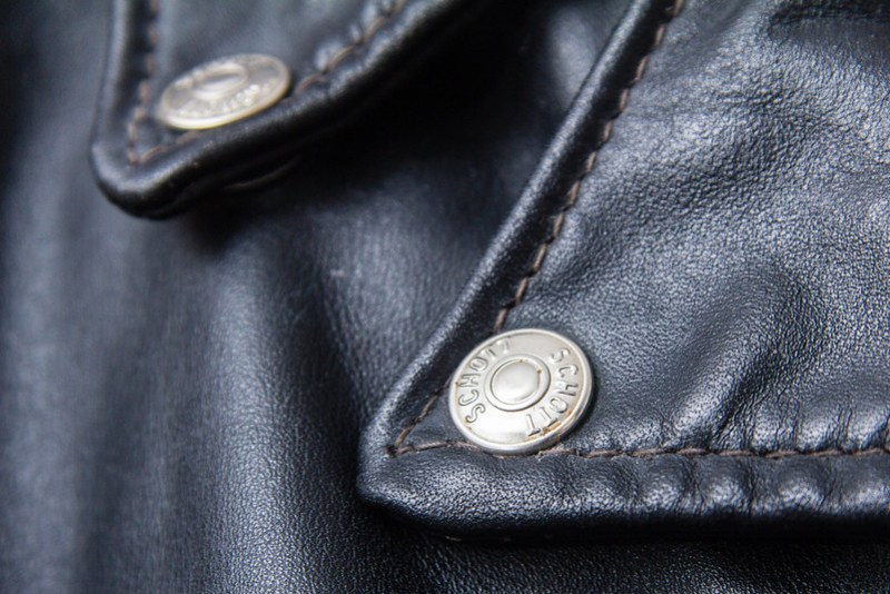 Schott Perfecto 618 - button detail