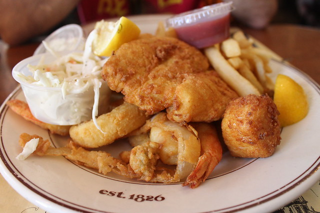 Comer en Boston: Ye olde seafood platter, en 'Union Oyster House' (Boston)