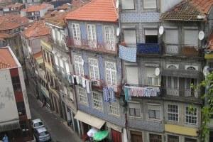 le dédale des ruelles typiques depuis la sé d'Oporto