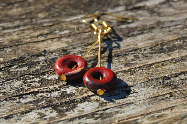 Studio Paars - handmade gemstone earrings Brecciated Jasper donuts/ handgemaakte edelsteen oorbellen