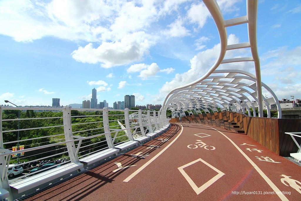 【高雄前鎮區】最美自行車道「前鎮之星」來個晴天版 - 輕旅行