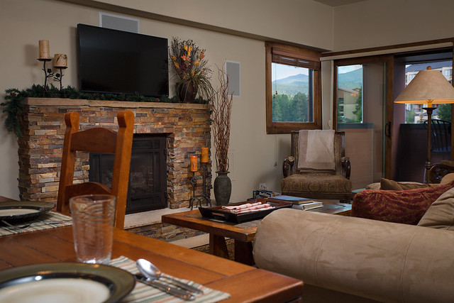 4-Living-room-with-Mountains