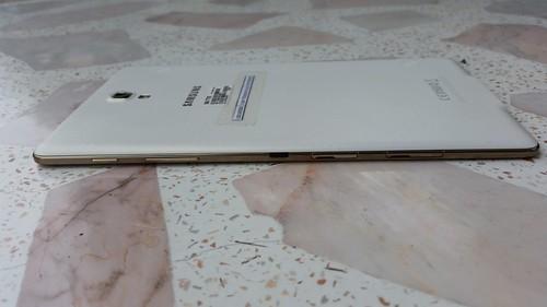 Samsung Galaxy Tab S 8.4 ด้านขวา