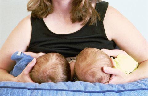 allattare due gemelli
