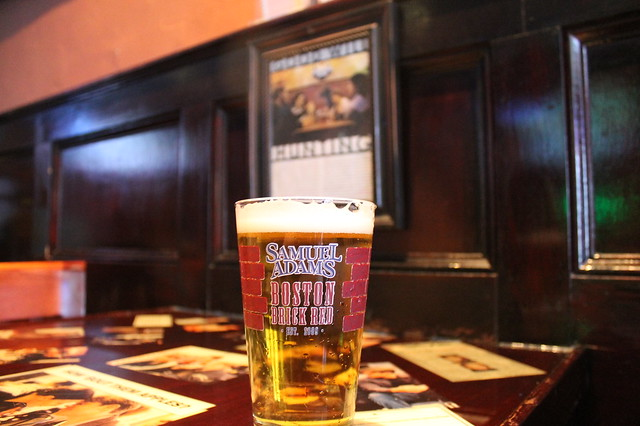Comer en Boston: Una Samuel Adam's en L Street Tavern, Boston