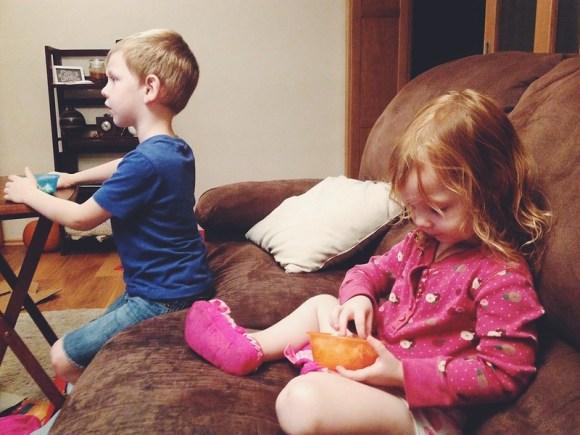 Kids Eating Popcorn (9/22/14)