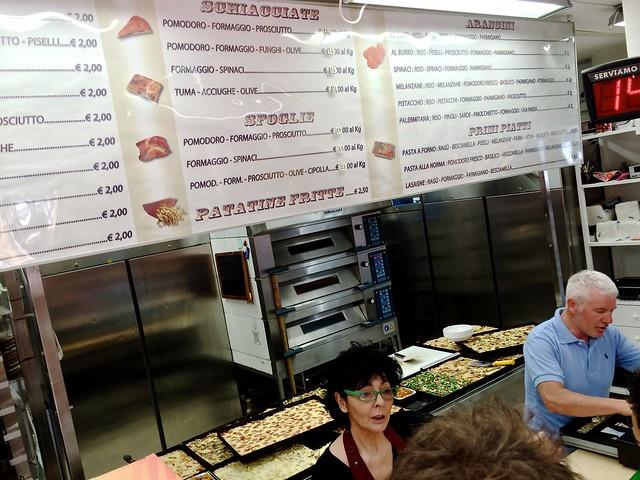 Alle soorten Siciliaans streetfood bij elkaar bij Foccaceria Cristina Murabito: focaccia, pizza, arancini en meer