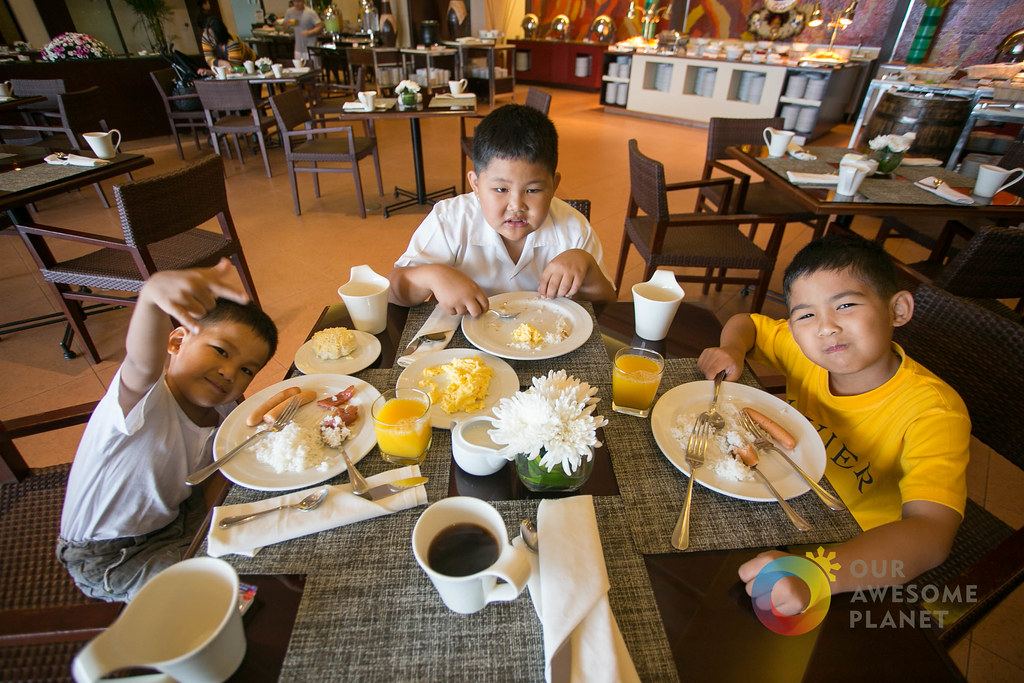 Taal Vista Breakfast-3.jpg