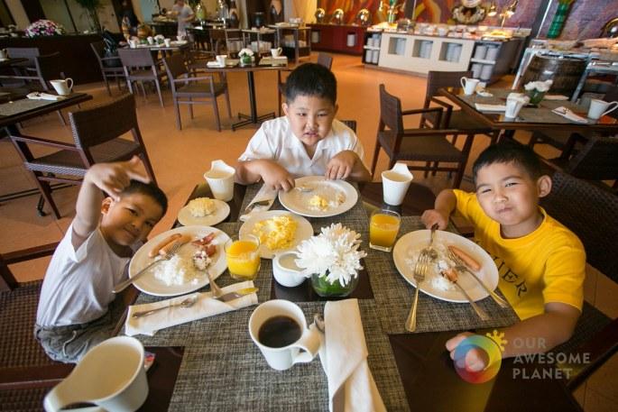 Taal Vista Breakfast-3.jpg