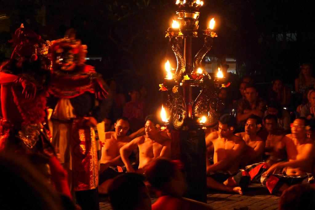 Pura Taman Kemuda Saraswati - Kecak - Maître de cérémonie