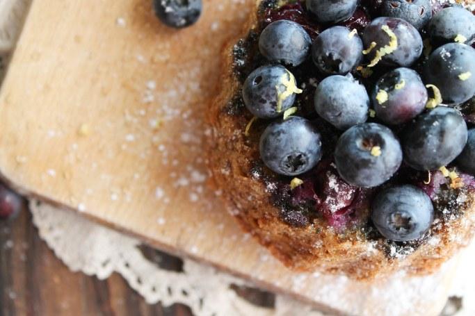 Bundt cake renversé aux myrtilles