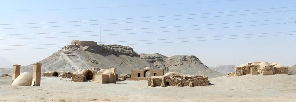 Torres del silencio de los Zoroastros en Yazd Irán 16