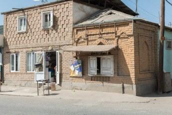 In de buurt stonden nog talloze huisjes en winkeltjes met dat soort metselwerk.