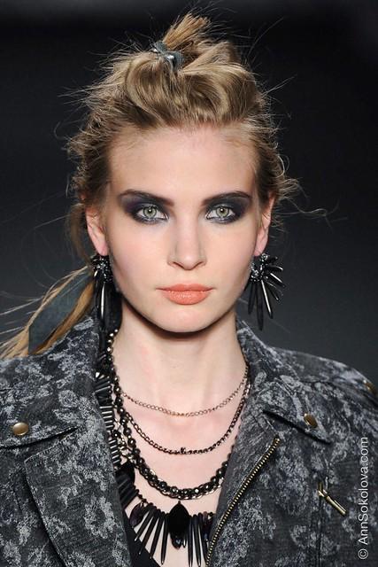 hbz makeup trends fw2014 heavy liner 05 Miller clpi