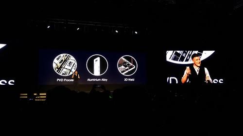 เฟรมตัวเครื่องของ Oppo R5 เป็น PVD Stainless steel