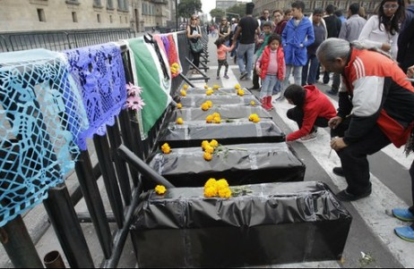 Ofrenda por Ayotzinapa