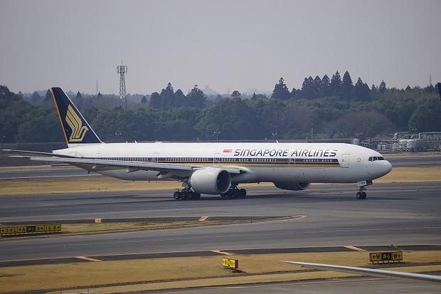 170415 成田空港展望台シンガポール航空