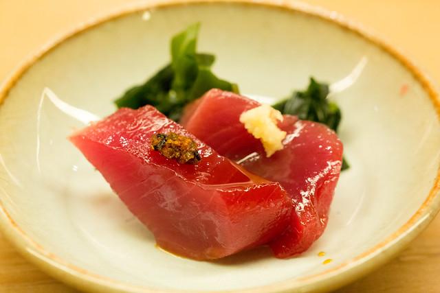 鮨 一新 づけマグロ Zuke: tuna pickled in soy sauce