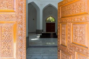 Hier ligt namelijk Rudaki, een Perzische poëet die overal in Centraal Azië standbeelden, straten en pleinen heeft.