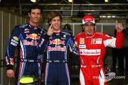 Clasificación del GP de Australia 2010, de izq a der.: 2º Mark Webber (RBR-Renault); 1º Sebastian Vettel (RBR-Renault); 3º Fernando Alonso (Ferrari).
