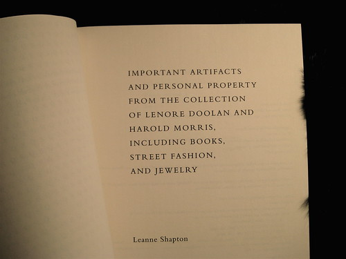 Leanne Shapton, Important artifacts and personal property from the collection of Lenore Doolan and Harold Morris, including books, street fashion, and jewelry, Sarah Crichton Books NY, 2009; ©Leanne Shapton, frontespizio (part.)