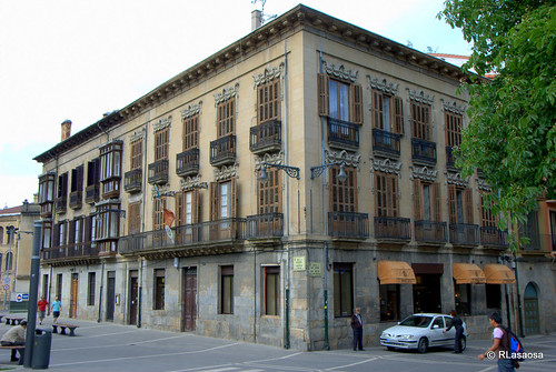 Edificio existente en la calle Ciudadela, en la entrada de la calle San Antón.