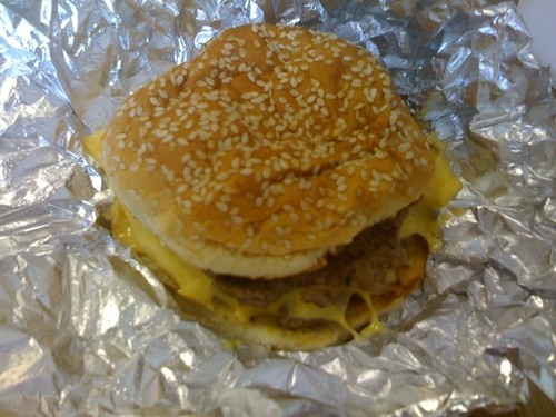 Five Guys: cheeseburger