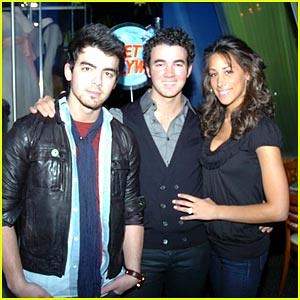 joe-kevin-danielle-jonas-planet-hollywood