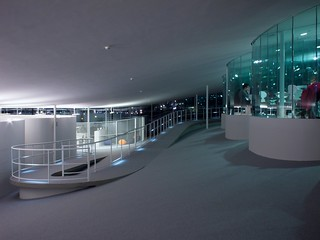Path and workspaces at the Rolex Learning Center