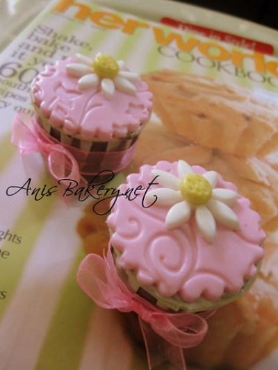 Pink fondant cupcakes